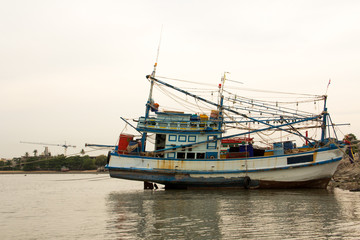 A boat on the mud