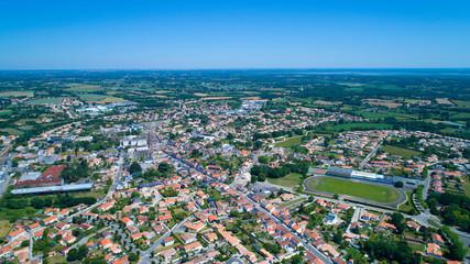 Vue aérienne de la ville de Sainte Pazanne en Loire Atlantique, France