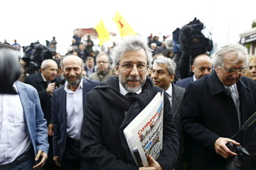 Can Dundar, editor-in-chief of Cumhuriyet, arrives at the Justice Palace in Istanbu