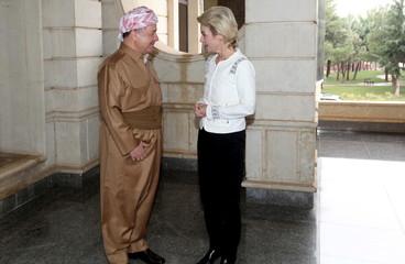 Iraqi Kurdish Regional President Massoud Barzani (L) speaks with German Defence Minister Ursula von der Leyen, in Arbil