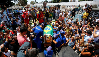 People carry the coffin of the late former Brazilian soccer captain Carlos Alberto Torres at the Iraja cemetery for burial, in Rio de Janeiro