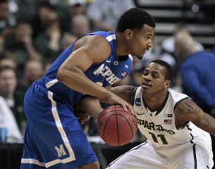 Memphis Tigers' Crawford is defended by Michigan State Spartans' Appling during the first half of their third round NCAA tournament basketball game in Auburn Hills