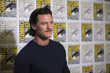 "Cast member Evans poses at a press line for ""The Hobbit: The Battle of the Five Armies"" during the 2014 Comic-Con International Convention in San Diego"