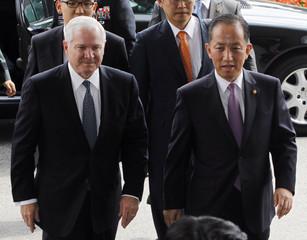 South Korean Defense Minister Kim and U.S. Defense Secretary Gates walk into the headquarters of the South Korean Defense Ministry for their meeting in Seoul