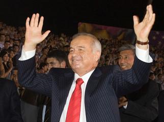 FILE PHOTO -  Uzbekistan's President Islam Karimov takes part in celebrations on the Independence Day in Tashkent