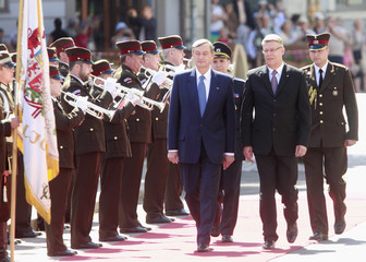 Latvia's President Zatlers and his Slovenia's counterpart Turk inspect honor guards in Riga