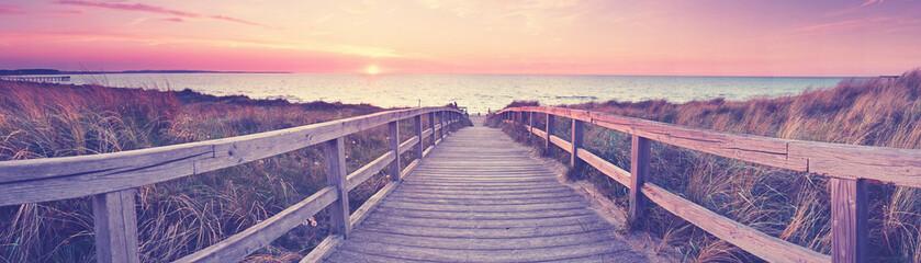 Strandzugang zum Meer, Holzsteg