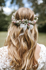 brides floral wreath from behind 2