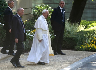 Pope Francis departs Vatican Embassy for U.S. Capitol in Washington