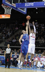 Macvan of Serbia tries to block Shved of Russia during their FIBA EuroBasket 2011 quarter-final basketball game in Kaunas