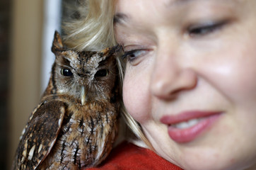 Russian painter Natalia Tsarkova poses with her owl in downtown Rome