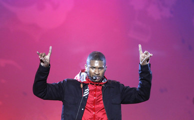 U.S. singer Usher performs following the medal presentation ceremony at the Vancouver 2010 Winter Olympics