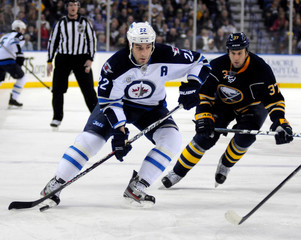 Sabres' Ellis chases Jets' Thorburn in Buffalo