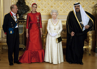 Britain's Queen Elizabeth and Prince Philip pose with Qatar's Emir Sheikh Hamad and his wife Sheikha Mozah before a state banquet at Windsor Castle