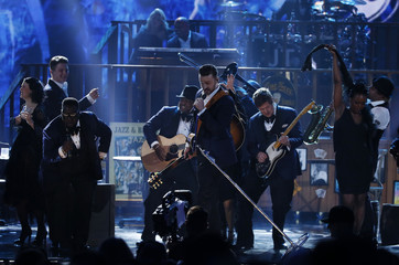 """Justin Timberlake performs """"Drink You Away"""" at the 41st American Music Awards in Los Angeles"""
