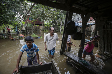People move their belongings in the flooded region of Puerto Ballivian, on the outskirts of Trinidad in the Beni department