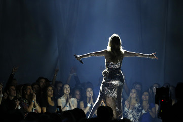 """Billboard Icon Award recipient Celine Dion performs """"The Show Must Go On"""" at the 2016 Billboard Awards in Las Vegas"""
