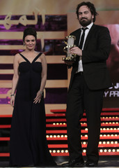 """Australian director Kurzel poses with the Jury Prize he received from Indian actress Zinta for his film """"Snowtown"""" at the Marrakech 11th FIFM closing ceremony"""