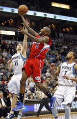 L.A. Clippers guard Crawford drives for a lay up past Minnesota Timberwolves guard Ridnour and forward Williams during the first half of their NBA basketball game in Minneapolis