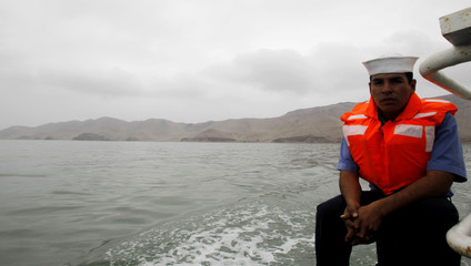 A sailor guard travels from San Lorenzo's island to Lima's Port Callao