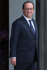French President Francois Hollande waits for guests on the steps of the Elysee Palace in Paris