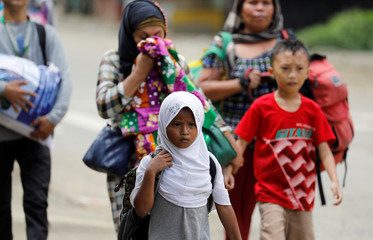 Residents flee in the residential neighbourhood of Marawi City as fighting rages between government soldiers and the Maute militant group