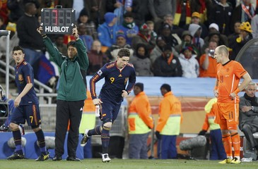 Netherland's Arjen Robben watches as Spain's Fernando Torres comes into the pitch to substitute for David Villa during their 2010 World Cup final soccer match at Soccer City stadium in Johannesburg