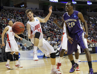 Roman Martinez of New Mexico loses control of ball against Quincy Poindexter of Washington at NCAA tournament in San Jose