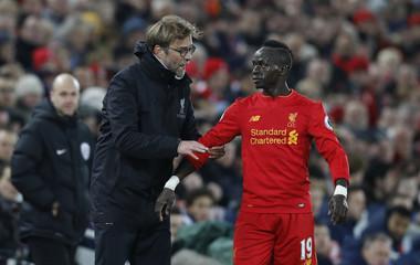 Liverpool manager Juergen Klopp talks to Sadio Mane