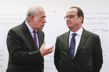 French President Francois Hollande and OCDE General Secrertary Angel Gurria pose as part of a summit on health and sanitary security in Lyon