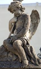 Angel de varios tipos de material expuestos en sitios públicos
