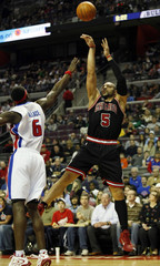 Chicago Bulls forward Carlos Boozer shoots the ball over Detroit  Pistons center Ben Wallace during the first half of their NBA basketball game in Auburn Hills,
