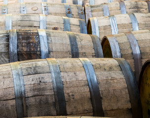 Fototapete - Rows of Old Bourbon Barrels