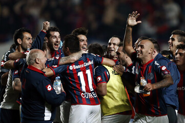 Players of Argentina's San Lorenzo react after defeating Brazil's Botafogo in their Copa Libertadores soccer match in Buenos Aires