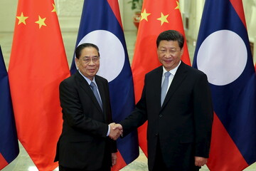 Chinese President Xi Jinxing shakes hands with Laos President Choummaly Sayasone at the Great Hall of the People in Beijing