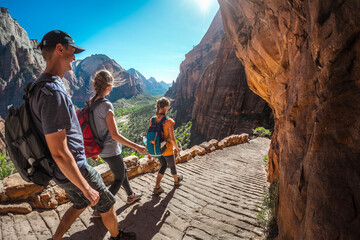 Group of hikers friends walking down the stairs and enjoying view of Zion National Park, USA Fototapete