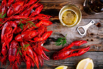 Boiled crayfish with dill and beer