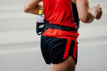 Fotomurales - male runner running street on back of bottle water