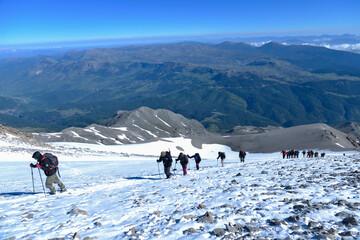 Foto op Aluminium Alpinisme dağcılık tırmanış etkinliği ve karlı bölgeden geçiş