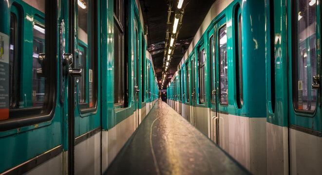 Entre deux métro parisien - Paris, France