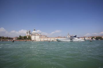 Venezia tra laguna arte gondole e canali