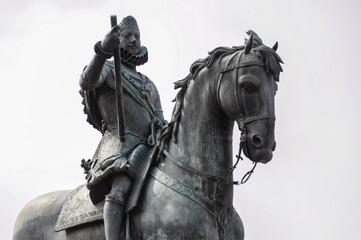 Estatua ecuestre de Felipe III en la Plaza Mayor de Madrid, España