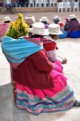 Péruviennes au marché de Chivay au Pérou