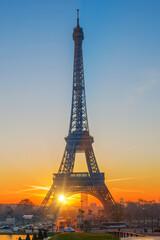 Autocollant pour porte Paris The Eiffel tower at sunrise in Paris