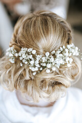 brides hairstyle from behind