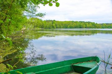 Altes Holzboot, Waldsee, Ruderboot