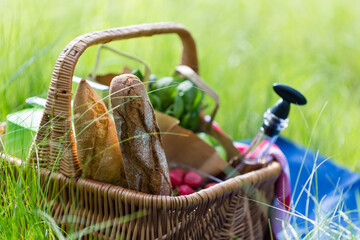 Deurstickers Picknick Summer basket for picnic with wine, bread, fruits and snacks