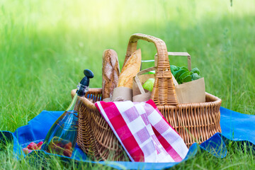 Foto op Canvas Picknick Summer basket for picnic with wine, bread, fruits and snacks