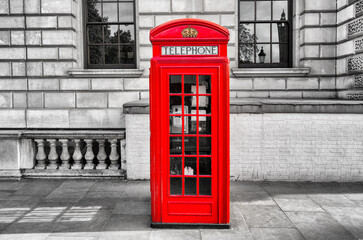 red phone box booth in great britain
