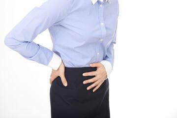 腰痛を訴える女性